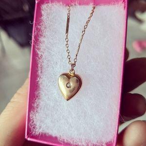 10k gold Vintage antique heart necklace.